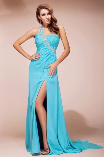 Longue robe de soirée asymétrique ornée de strasse avec fente latérale