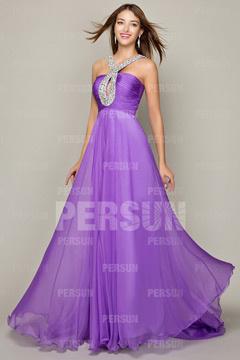 Longue robe de soirée avec bretelle orné de strass et un trou sur la poitrine