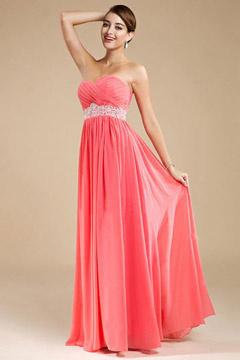 Longue robe soirée corail sans bretelle décolletée en coeur ornée de paillette