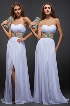 Robe blanche longue fendue bustier cœur à ceinture orné de bijoux